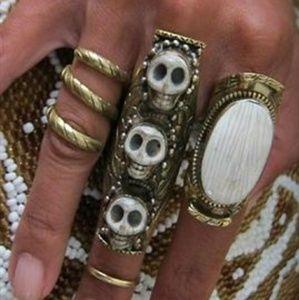 Natalie B antiqued gold tone 3 skulls knuckle ring